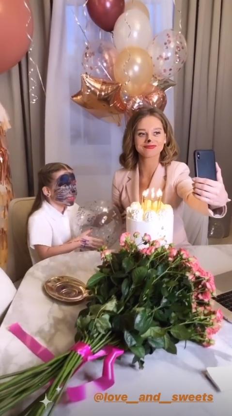 Идиотизм: одинокая Асмус в день рождения показала неприличное фото из ванны, взбесив фанатов