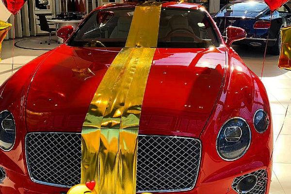 Звезде Дома-2 на день рождения подарили элитное авто за 20 млн (ФОТО)