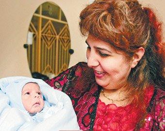 Самая тяжелая мама в мире выписалась из роддома