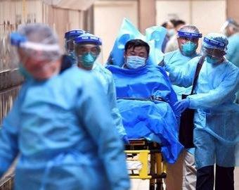 «Работаем в памперсах, постриглись налысо»: китайские медсестры рассказали о коронавирусе