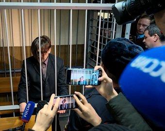Отец 8 детей-маугли из Гатчины, обвиняемый в изнасиловании своей дочери, частично признал свою вину