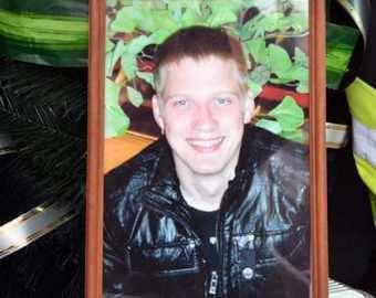 Мама погибшего в отделе полиции Ивана Вшивкова: Сын кричал от боли, а дежурный приговаривал «Пусть еще в баньке попарится»
