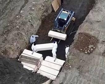 Гибнущий Нью-Йорк: стеллажи гробов и аплодисменты медикам