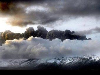 Извержение вулкана в Исландии закрыло небо Европы для самолетов