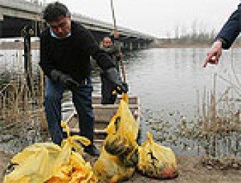 В Китае на берегу реки найдены трупы младенцев