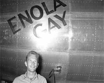 """Умер пилот, в 1945 году сбросивший атомную бомбу """"Малыш"""" на Хиросиму"""