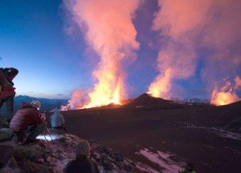 """В Исландии угрожает """"взорваться"""" второй вулкан. Он будет мощнее в 10 раз"""