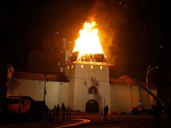 Пожар уничтожил две башни Псковского Кремля