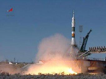 """Союз"" повез на орбиту двух россиян и американца"