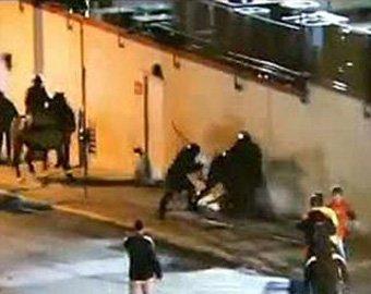 Обнародовано видео, где полицейский спецназ до полусмерти избил студента