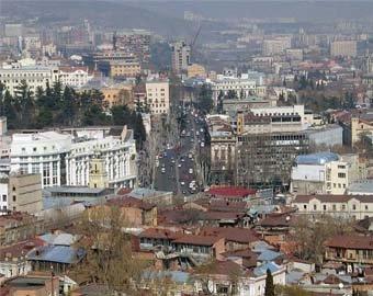 В Тбилиси девочка выжила, упав… с 7 этажа!