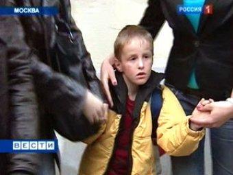 """Из США в Россию прилетел """"ненужный"""" 8-летний мальчик"""