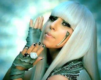 Певица Леди Гага мечтает о пластике, но продолжает ходить голой