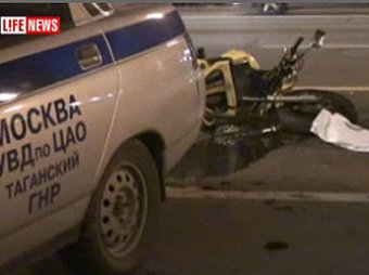 Милицейская машина сбила мотоцикл: погибла девушка
