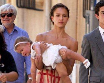 Джессика Альба во второй раз станет матерью, усыновив ребенка
