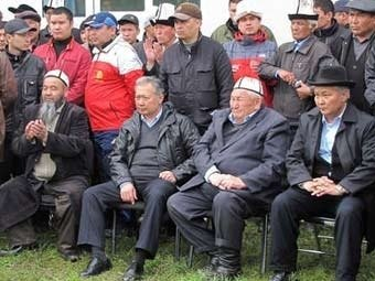 Киргизский спецназ окружил дом Бакиевых
