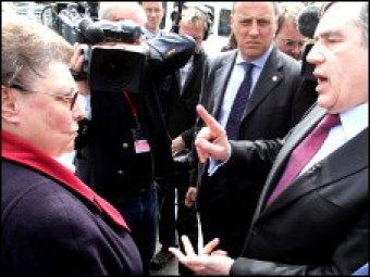 Скандал в Великобритании: Гордон Браун оскорбил женщину в прямом эфире