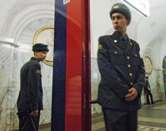 Пьяные пассажиры избили милиционера в метро