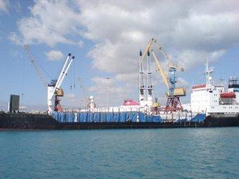 В Камеруне пираты похитили двух российских моряков
