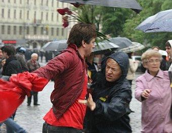 9 мая по Львове националисты топтались по красным знаменам