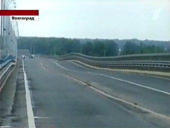 """""""Танцующий"""" мост в Волгограде парализовал движение через Волгу"""