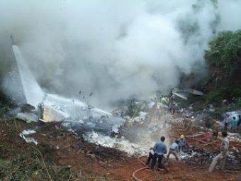 В Индии разбился пассажирский самолет: более 150 погибших