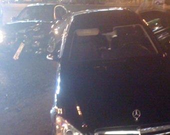 На Тверской бронированный Mercedes c мигалкой снес BMW