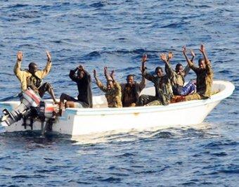 Сомалийские пираты обвиняют Россию в расстреле земляков и обещают мстить