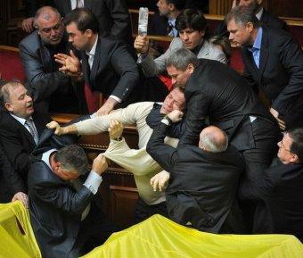 Драка в Раде усадила депутата в инвалидную коляску