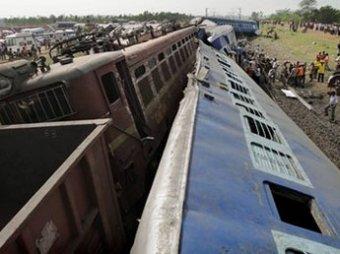 Террористы устроили столкновение поездов в Индии: 65 погибших