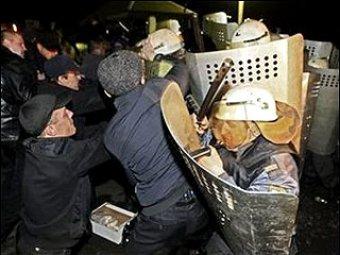 В столкновениях в Междуреченске пострадали шесть омоновцев