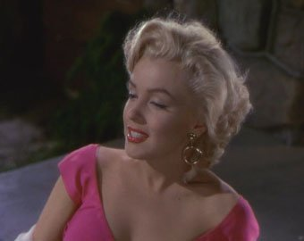 """Розовое платье Мэрилин Монро, в котором она появилась в фильме """"Джентльмены предпочитают блондинок"""", продано за  000"""