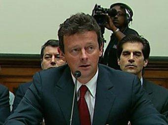 Вымазанная нефтью женщина прервала выступление главы BP в Конгрессе