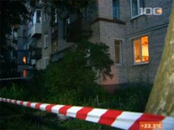 Мать с двумя детьми выбросилась из окна