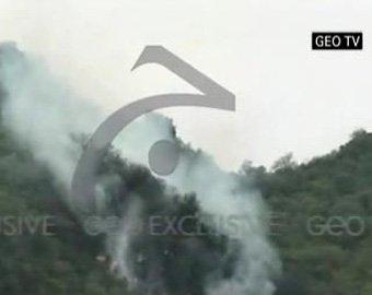В Пакистане самолет с пассажирами врезался в горы