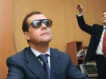"""СМИ объяснили, почему Медведев молчит о """"шпионском скандале"""""""