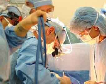 Во Франции пациенту полностью пересадили лицо