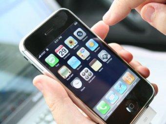 Стив Джобс решил проблемы со связью у iPhone 4
