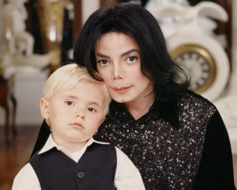 СМИ: сын Майкла Джексона унаследовал от отца болезнь кожи