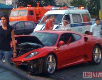 В Москве на Арбате Ferrari врезался в машину ДПС: трое пострадавших