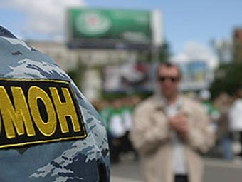 "На Арбате банда ""омоновцев"" ограбила клиента банка в Москве"