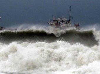 В Охотском море пропали рыбаки с перевернувшегося судна