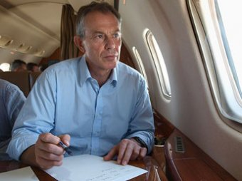 Британский сценарист: Тони Блэр вставил в мемуары сцену из фильма