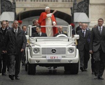 Дворник, раскрывший заговор коллег против Папы Римского, не понял шутки