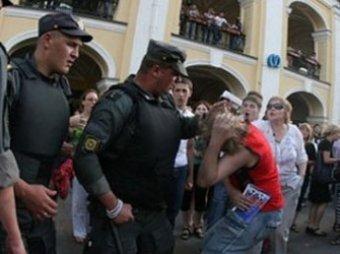 "В Петербурге проломили голову ""жемчужному прапорщику"""