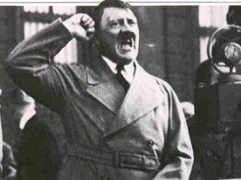 Скандал: в пермских трамваях развесили цитаты из Гитлера