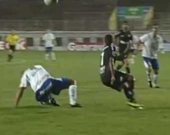 Гол, забитый бразильским футболистом в свои ворота, стал хитом Youtube