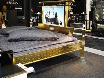 Поставщик золотых кроватей подал в суд на клиента – МВД