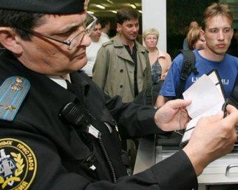 Телефонных должников перестали пускать за границу