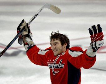 В матче НХЛ Овечкин забросил две шайбы за 12 секунд